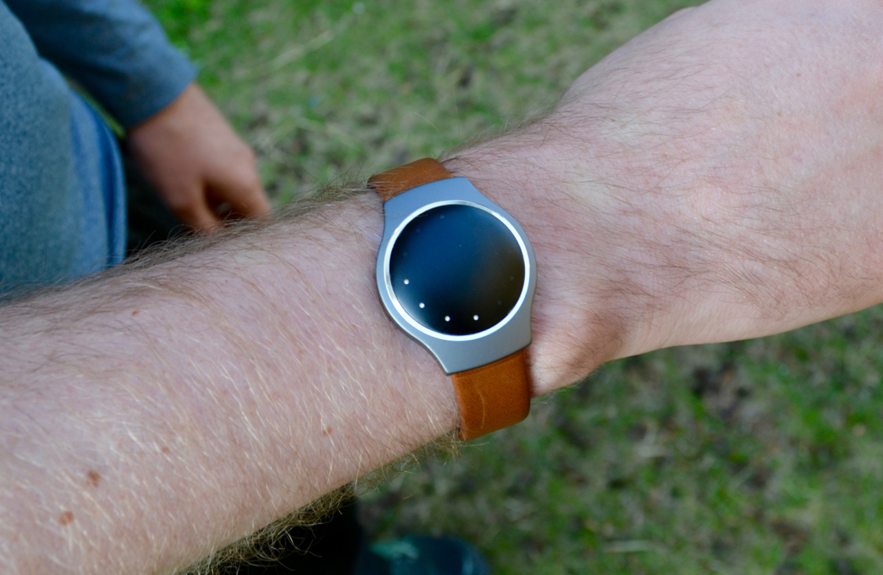 Misfit Shine displaying 4 dots of activity